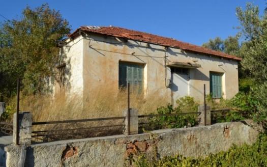 Maison de 2 chambres, partiellement rénovée, de 100m2 à Fourni