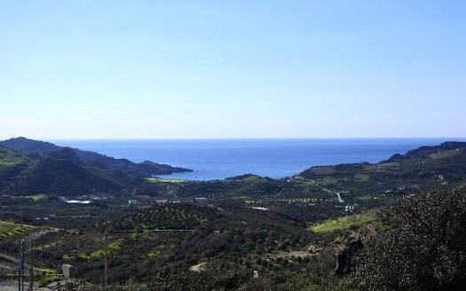 Grand terrain avec une vue magnifique à Mirthios