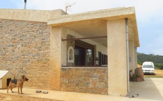 Maison en pierre de deux étages à Sitia.