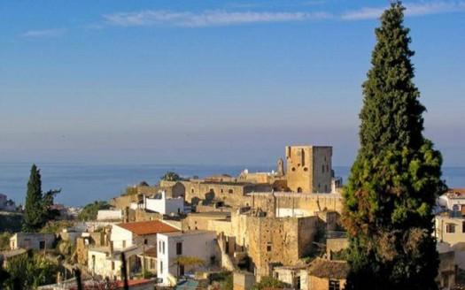Superbe manoir restauré à Maroulas