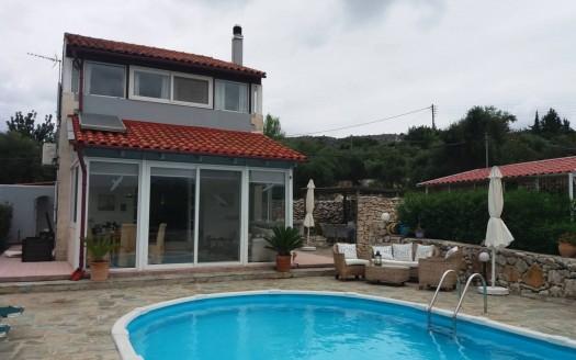 Maison individuelle de 2 chambres avec piscine privée et vue montagne à Gavalochori.
