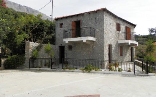 Maison traditionnelle en pierre de deux étages à Agia Paraskevi, Amari