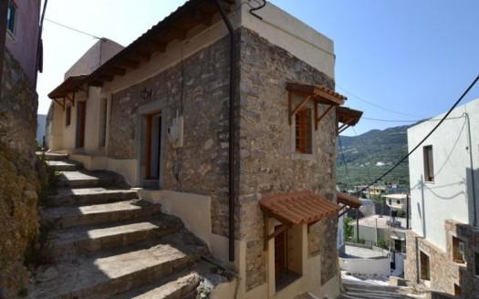 Maison de village en pierre avec une vue imprenable a Nikithianos.